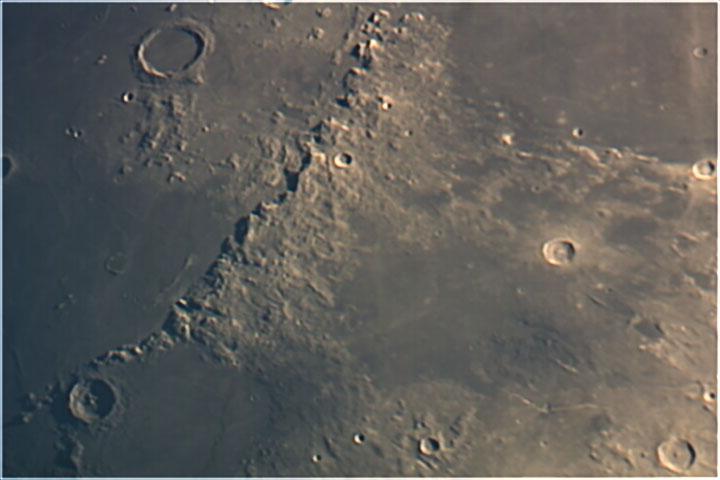 moonsct000F66MOON1LAYPSok.jpg